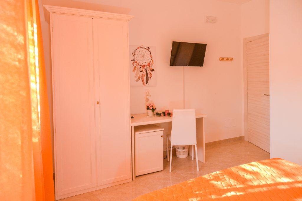 Petunia è una delle cinque stanze di Villa Milla, casa vacanze che da alloggio in puglia per vacanze in salento bellissime.