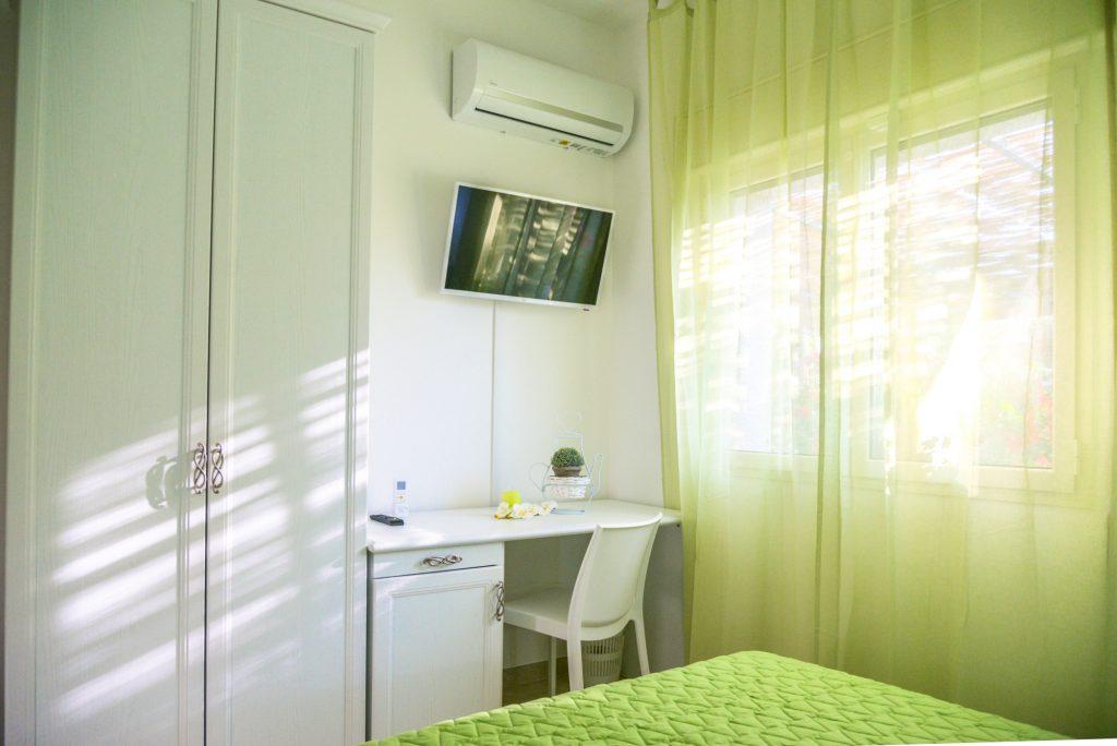 Orchidea è una delle cinque stanze di Villa Milla, casa vacanze che da alloggio in puglia per vacanze in salento bellissime.