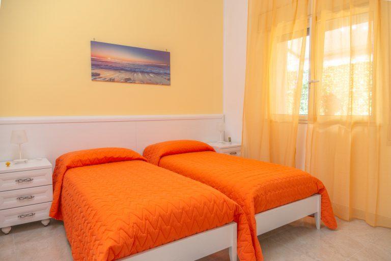 Girasole è una delle cinque stanze di Villa Milla, casa vacanze che da alloggio in puglia per vacanze in salento bellissime.