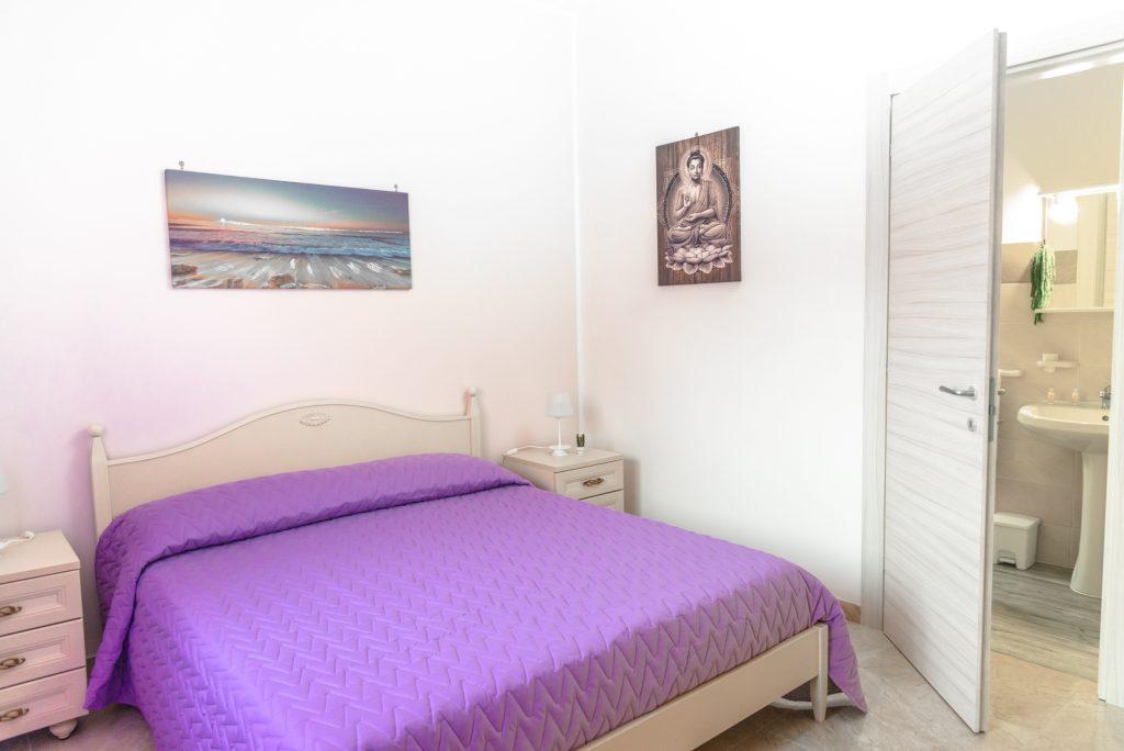 Glicine è una delle cinque stanze di Villa Milla, casa vacanze che da alloggio in puglia per vacanze in salento bellissime.